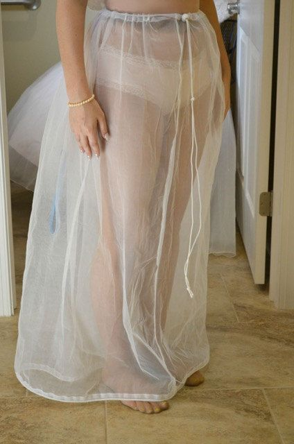 Pre-loved designer bridal dresses, second-hand bridal dresses - sample wedding budget