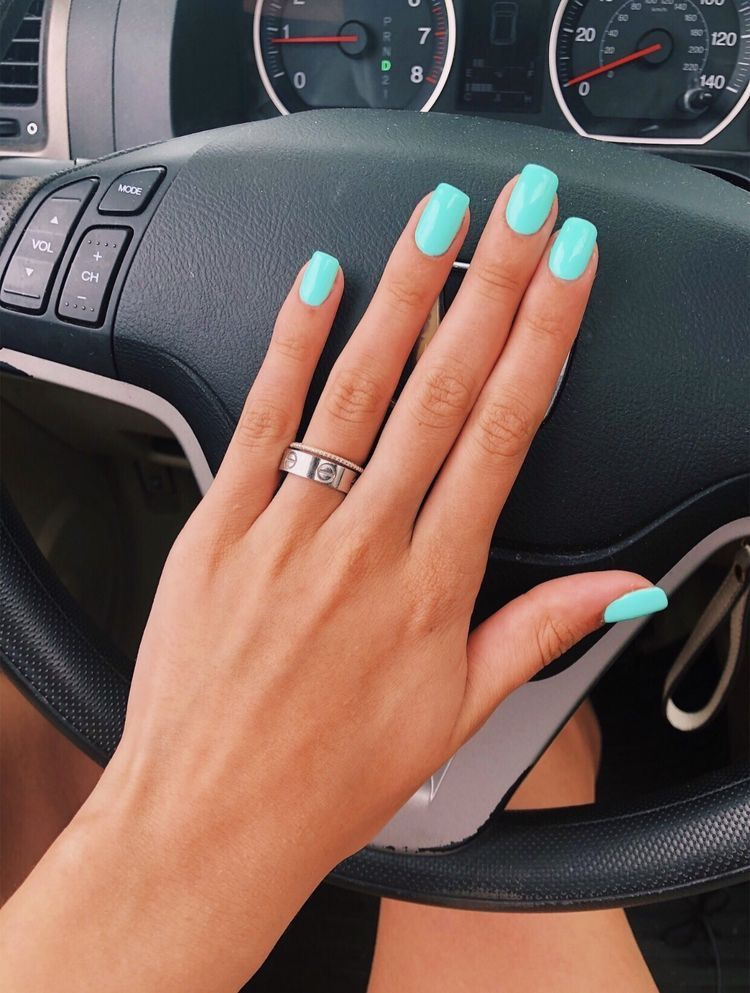 summer-nails-teal