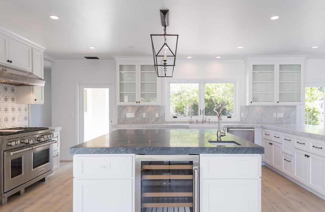 White Kitchen Cabinets By Native Oak In Ventura Ca Photo By Rayacarlisle Cabinets Cabinetry Cust Oak Kitchen Custom Kitchen White Kitchen Cabinets