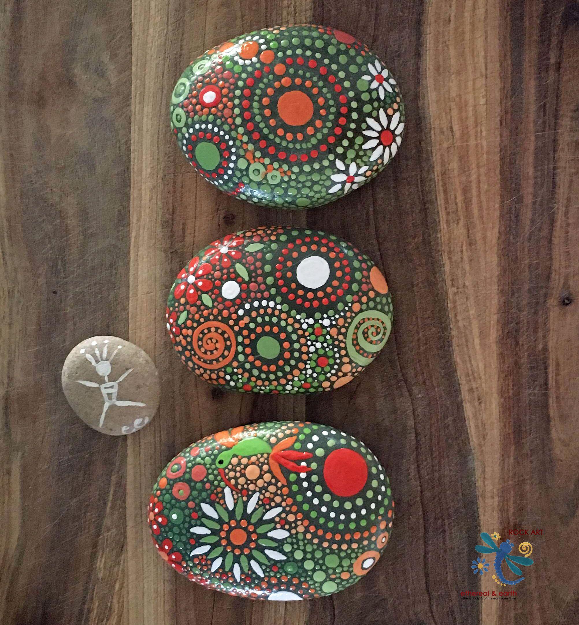 Painted river rock mandala inspired design natural home - Peinture sur galet mandala ...