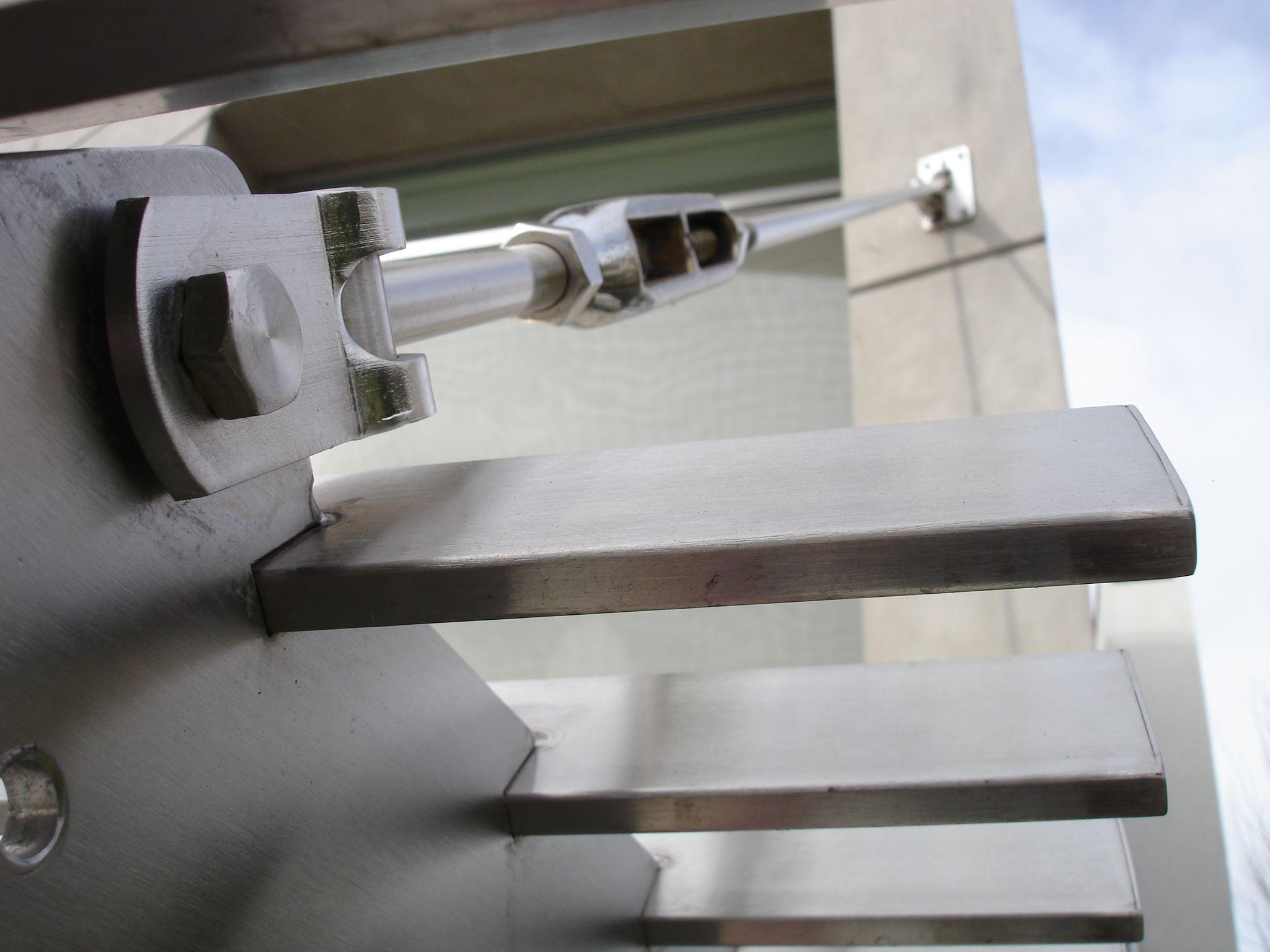 casa hormigon detalle pergola de acero inoxidable barrionuevo sierchuk arquitectas