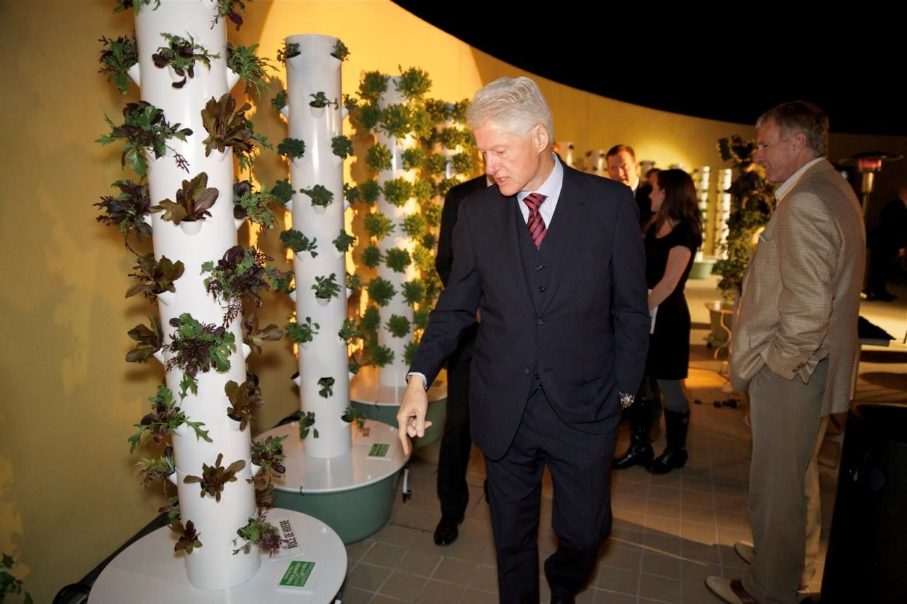 Good President Clinton Admires The Tower Garden! AKORTESHARES.TOWERGARDEN.COM