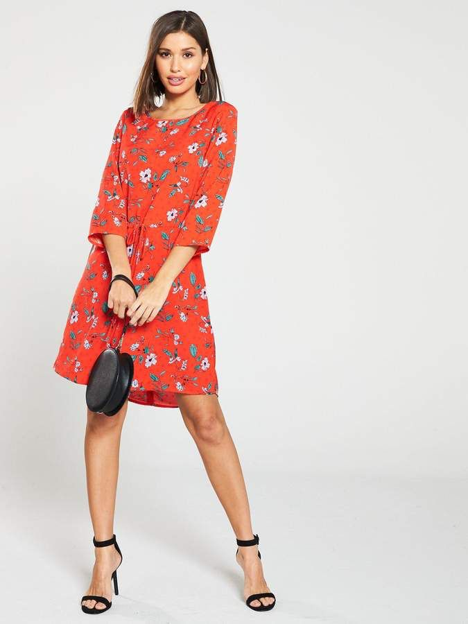 ec44347c43 Vero Moda Ava Floral Printed Shift Dress - Red in 2019