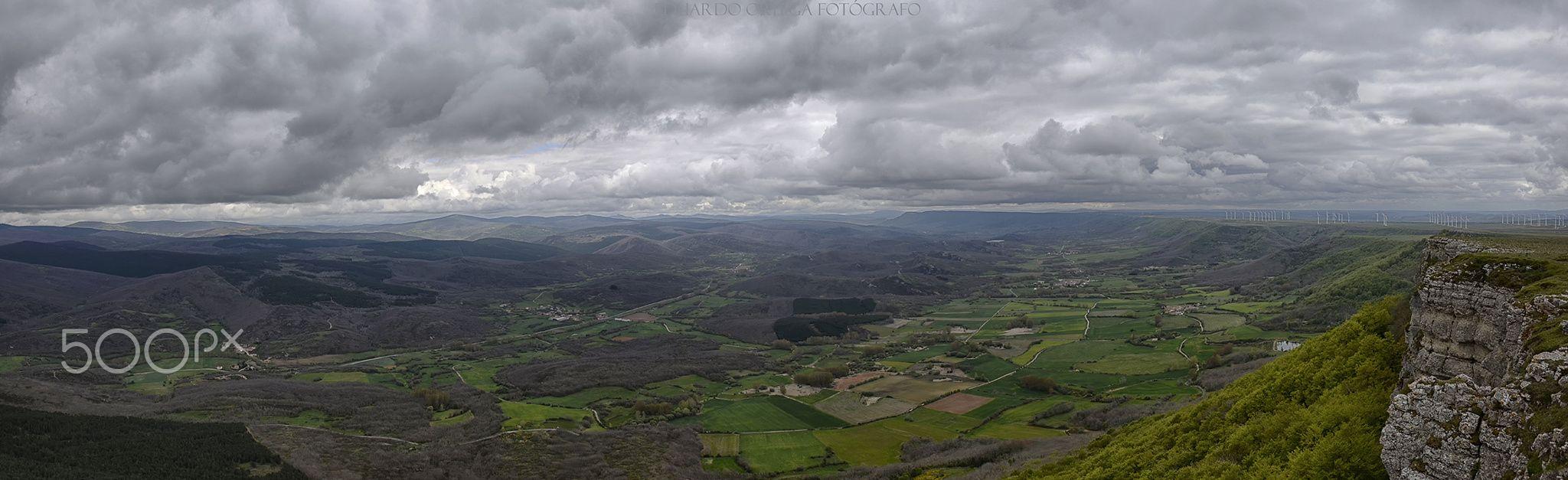 Panorama mirador Valcabado - Mirador de Valcabado cerquita de la cueva de los Franceses en el páramo de Lora Divisamos el valle de Valderredible