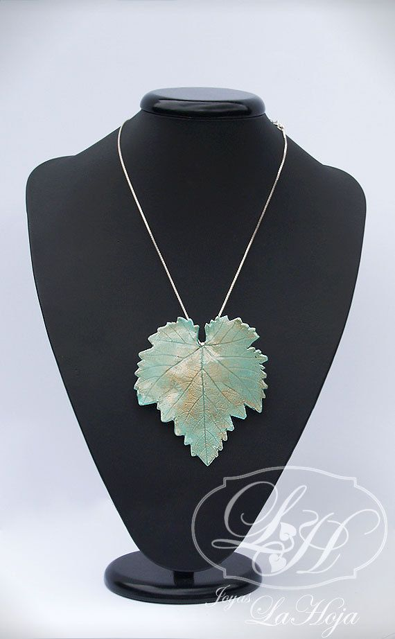 $23 in Etsy, Aqua blue fig leaf_Brooch/pendant in clay and resin_Hoja de parra azul aguamarina_Broche/Colgante realizado en arcilla y resina €18,00, via Etsy