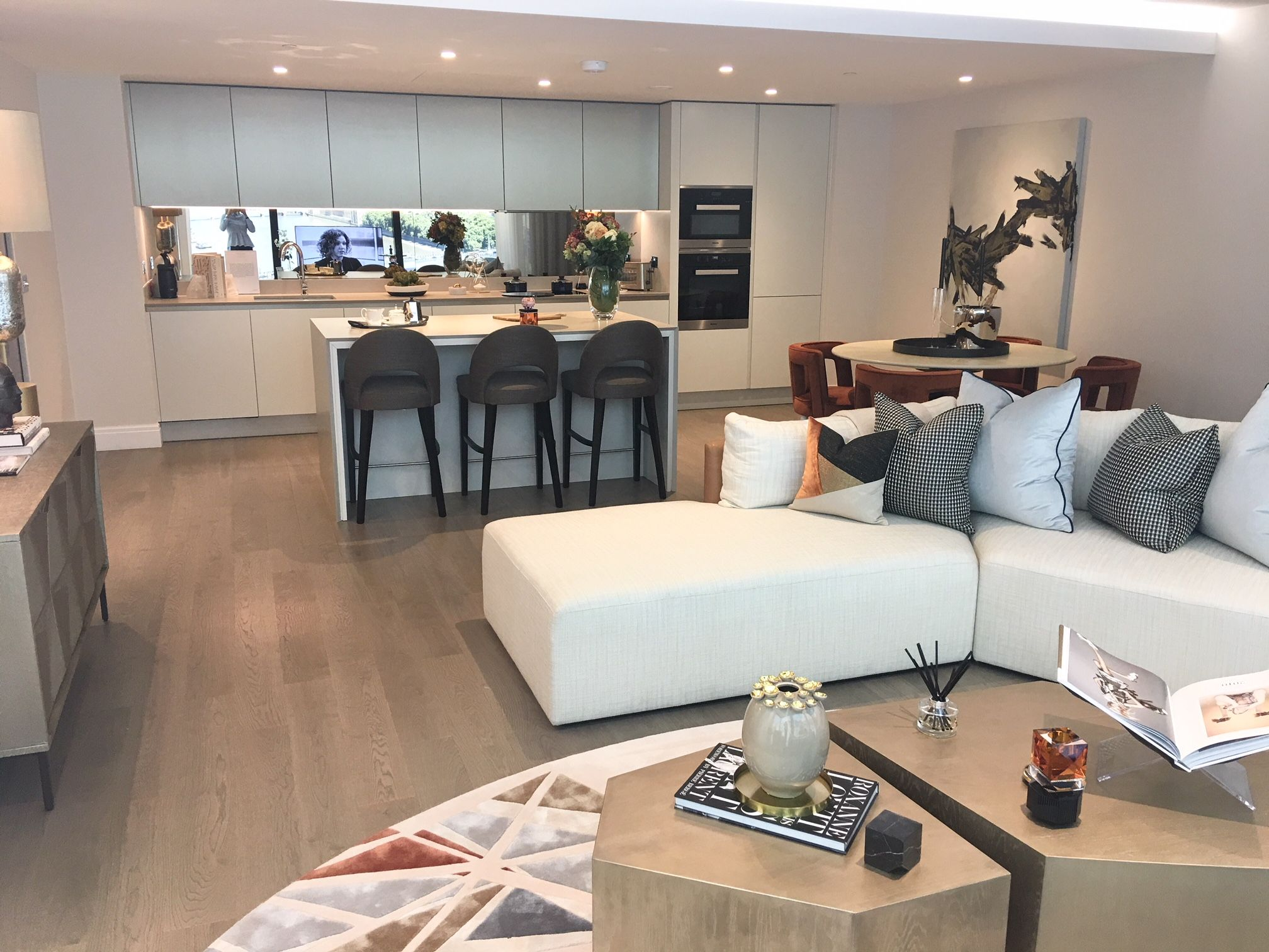 This Stylish Open Plan Living Room And Kitchen At The Dumont Feels Cozy Yet Seamlessly L Open Plan Kitchen Living Room Livingroom Layout Open Plan Living Room