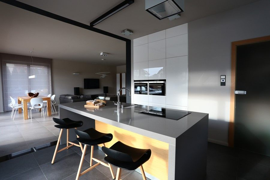Kuchnia Z Wyspa Otwarta Na Salon2 Jpg 900 600 Pikseli Home Decor Conference Room Table Furniture