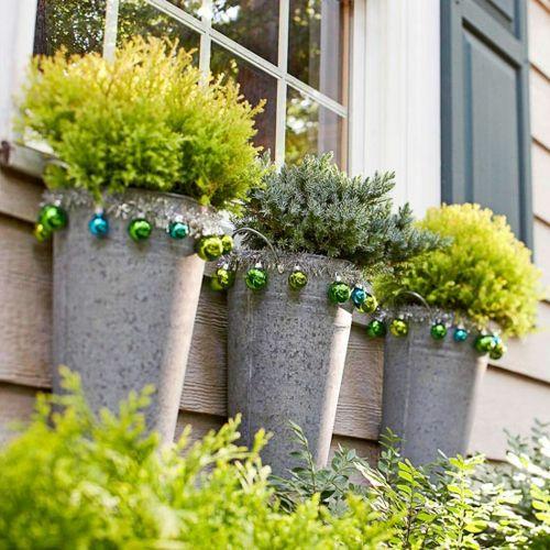 Weihnachtsdeko Für Draussen Selber Machen weihnachtsdeko ideen mit farbigen zierornamenten 11 schöne