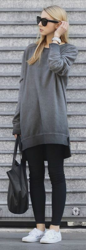 e48dfa70227 This oversized  boyfriend  sweatshirt looks great with skinny black jeans  and sneakers. Via Pavlína Jágrová. Sweatshirt  H M