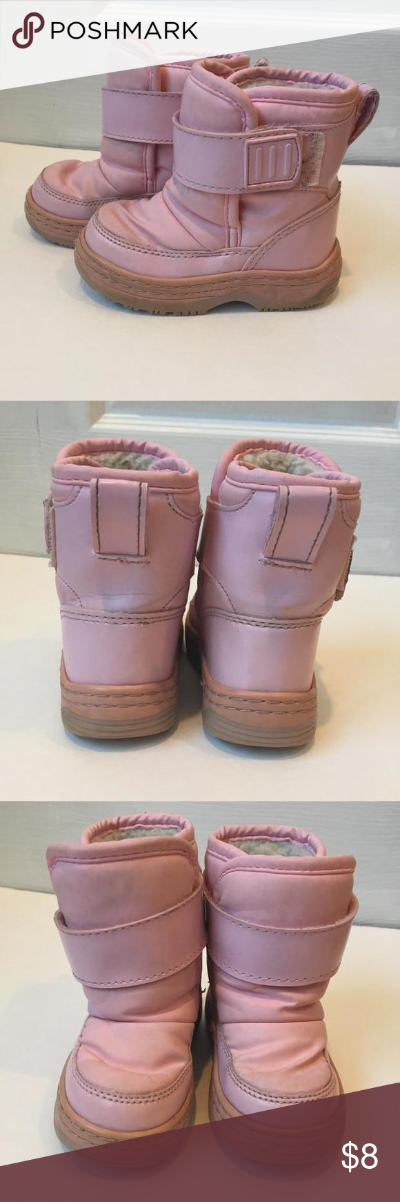 VGUC Circo winter boots size 6 Great condition winter boot w/ Velcro closure. Soles are intact. Very tiny scratch on top of right toe - please see last pic. Shoes
