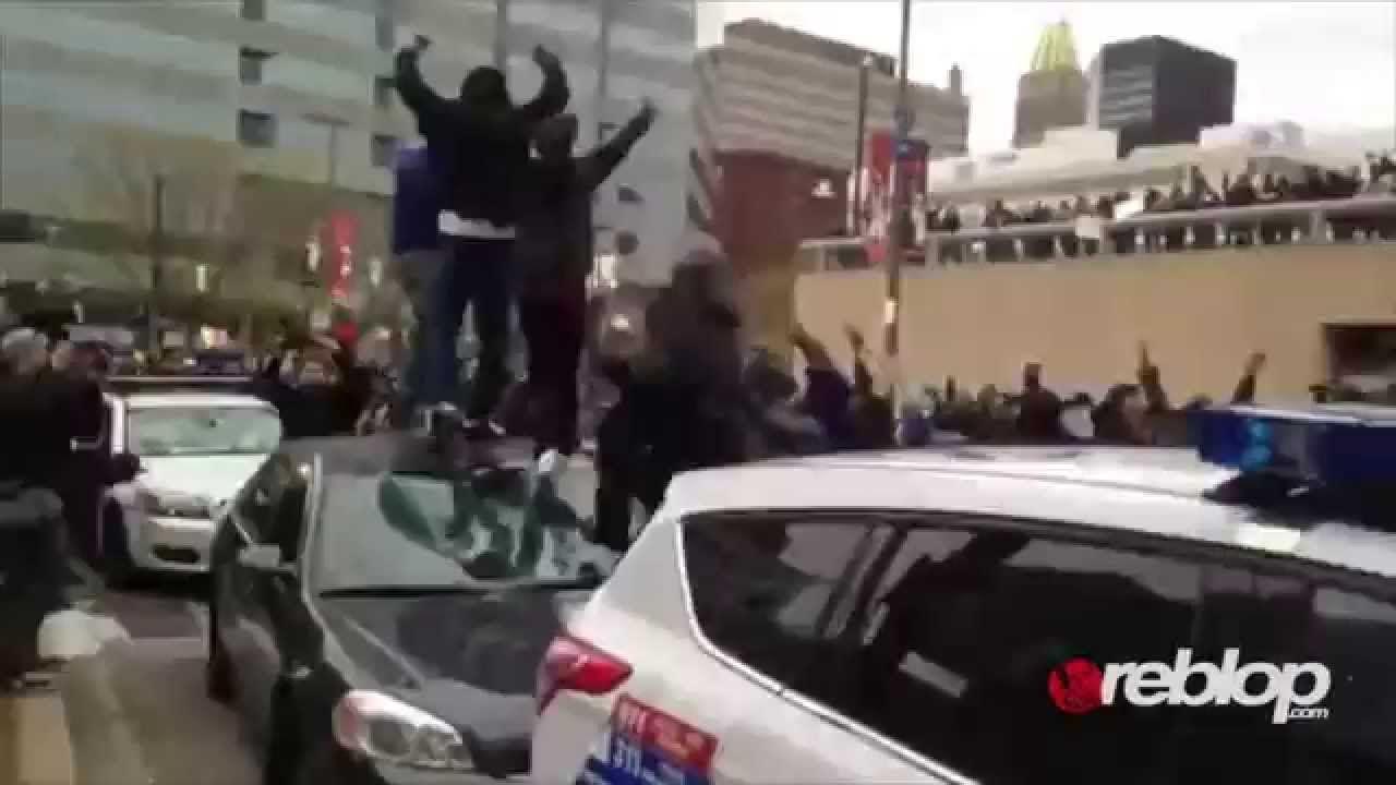 Baltimore Riots Looting Tears Gas Clash Protesters Freddy Gray Protest E Baltimore Riots Baltimore
