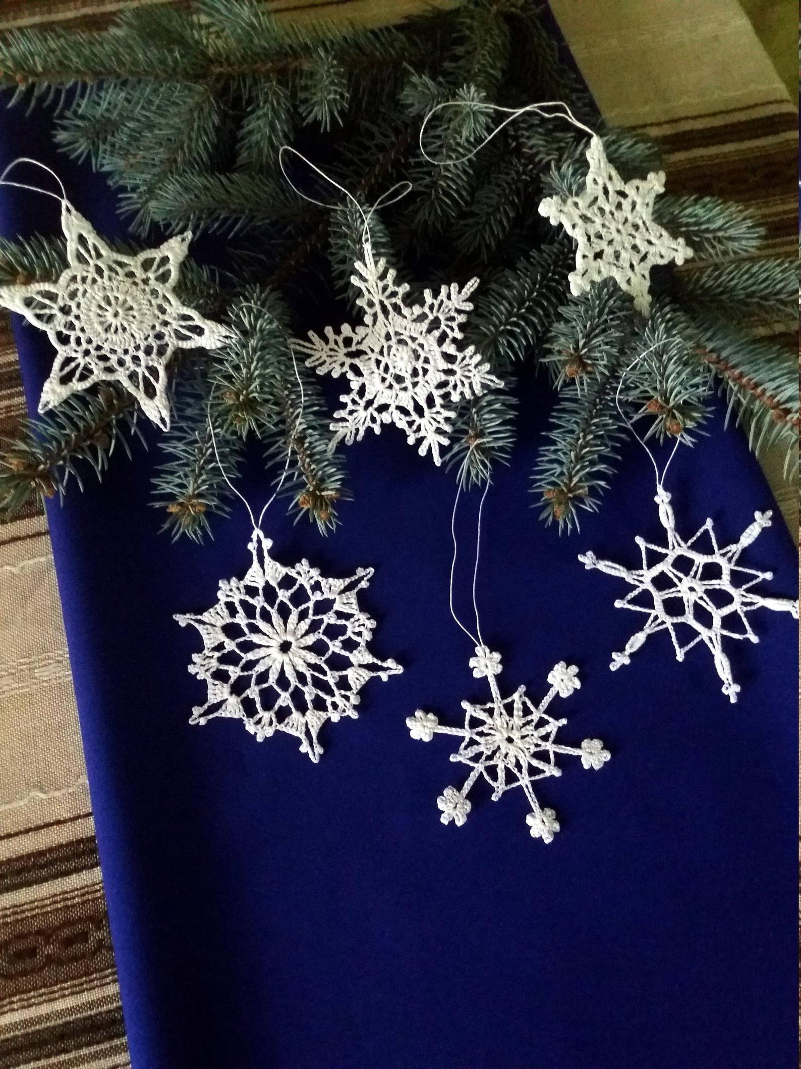 Photo of Fiocchi di neve all'uncinetto bianchi set di 6 decorazioni per matrimoni invernali fiocchi di neve decorazioni per feste invernali decorazioni fatte a mano ornamenti per le vacanze