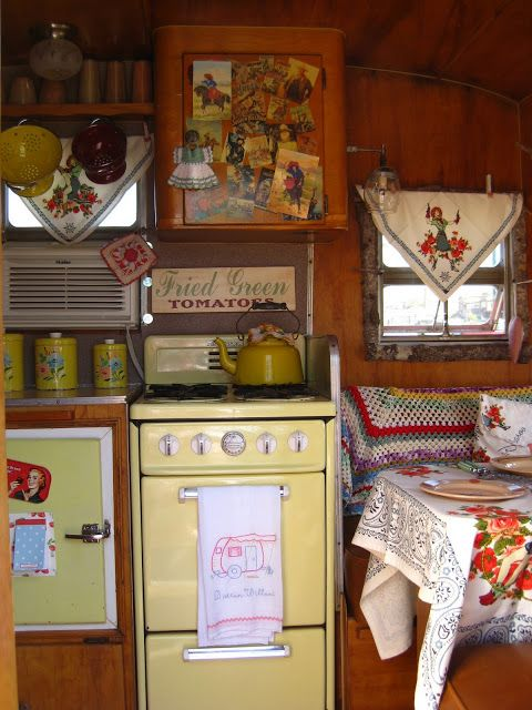 The Beehive Cottage: Ivy St. Market & Trailer-cute interior