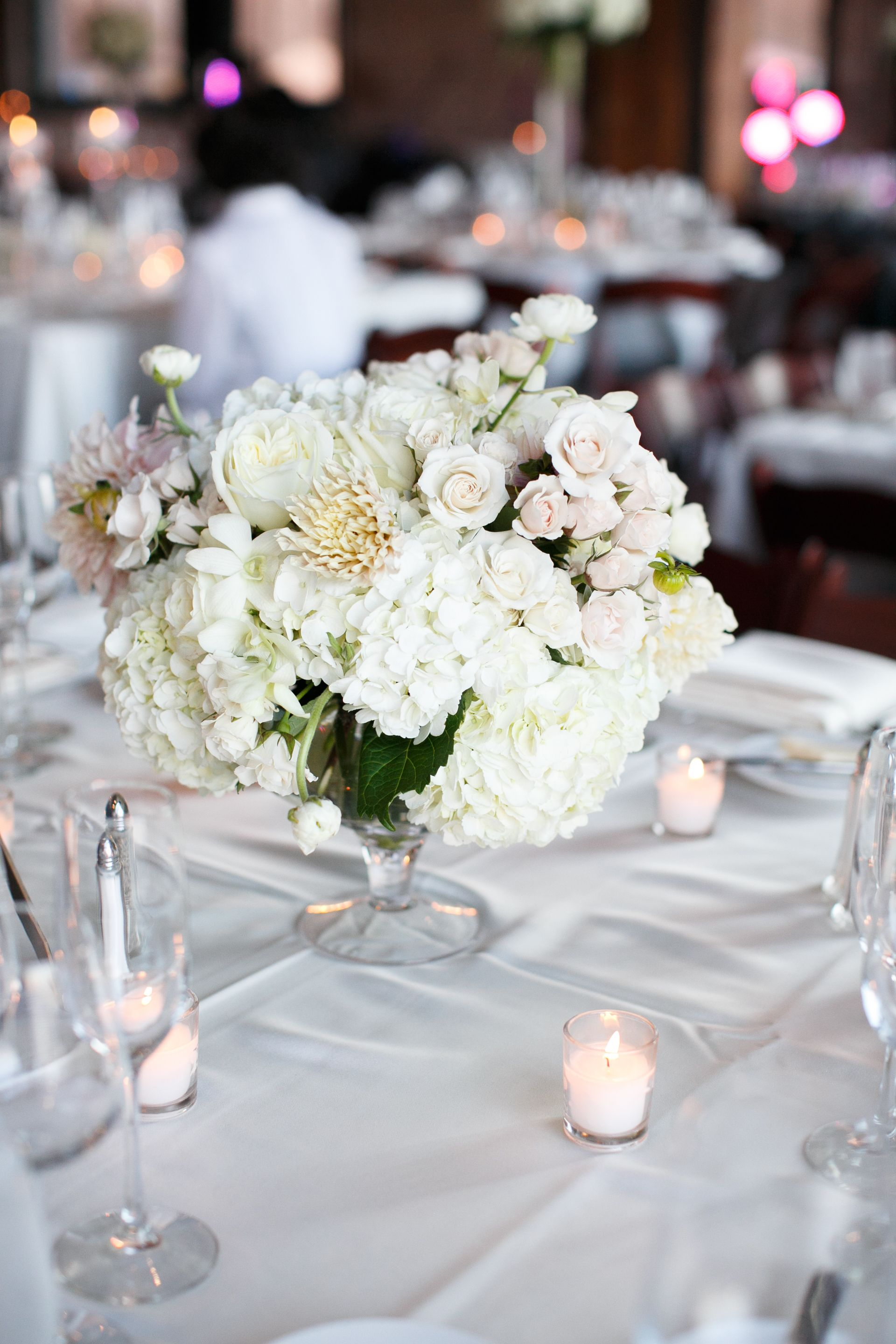 Simple, Classic White Hydrangea, Rose Centerpieces. Flowers and ...