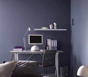 Peinture violet dans chambre ado meuble métal gris