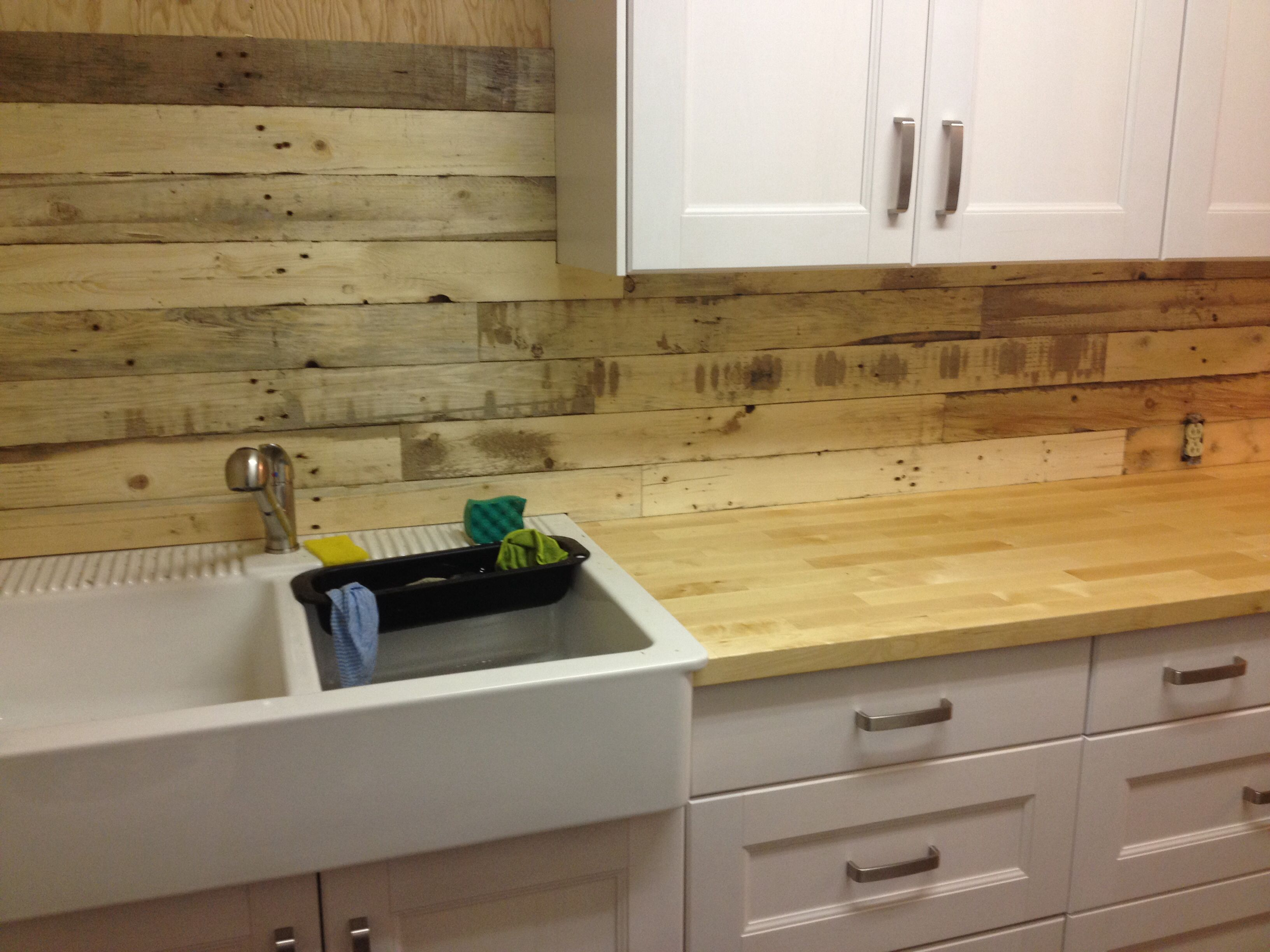 Pallet Wood Backsplash Pallet Board Backsplash Follow All Of Our Boards Http Www