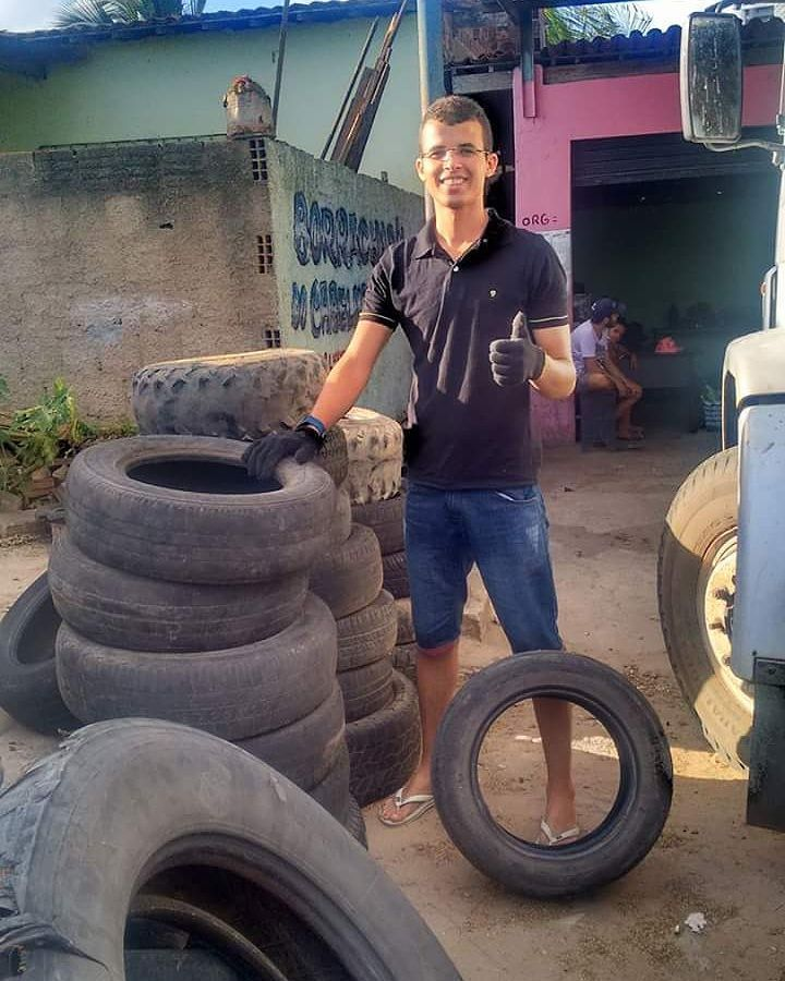 Brilliant Man Turns Old Tires into Cozy Beds for Stray
