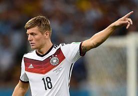 17-Jul-2014 10:05 - OVERGANG KROOS NAAR MADRID NU ECHT BEKLONKEN. Toni Kroos bevestigde zijn vertrek al eerder, maar nu is de kogel pas echt door de kerk. De Duitser verlaat Bayern München en tekent bij Real Madrid.
