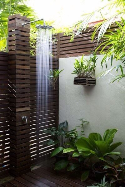 Fresh air outdoor showers ducha de piscina duchas y - Ducha para piscina ...
