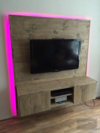 zeer origineel wand tv meubel uitgevoerd in oud gemaakt steigerhout gelakt het meubel wordt. Black Bedroom Furniture Sets. Home Design Ideas