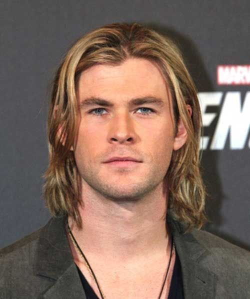 15 Beruhmte Manner Mit Langen Haaren Frisur Frisuren Long Hair Styles Men Boys Long Hairstyles Chris Hemsworth