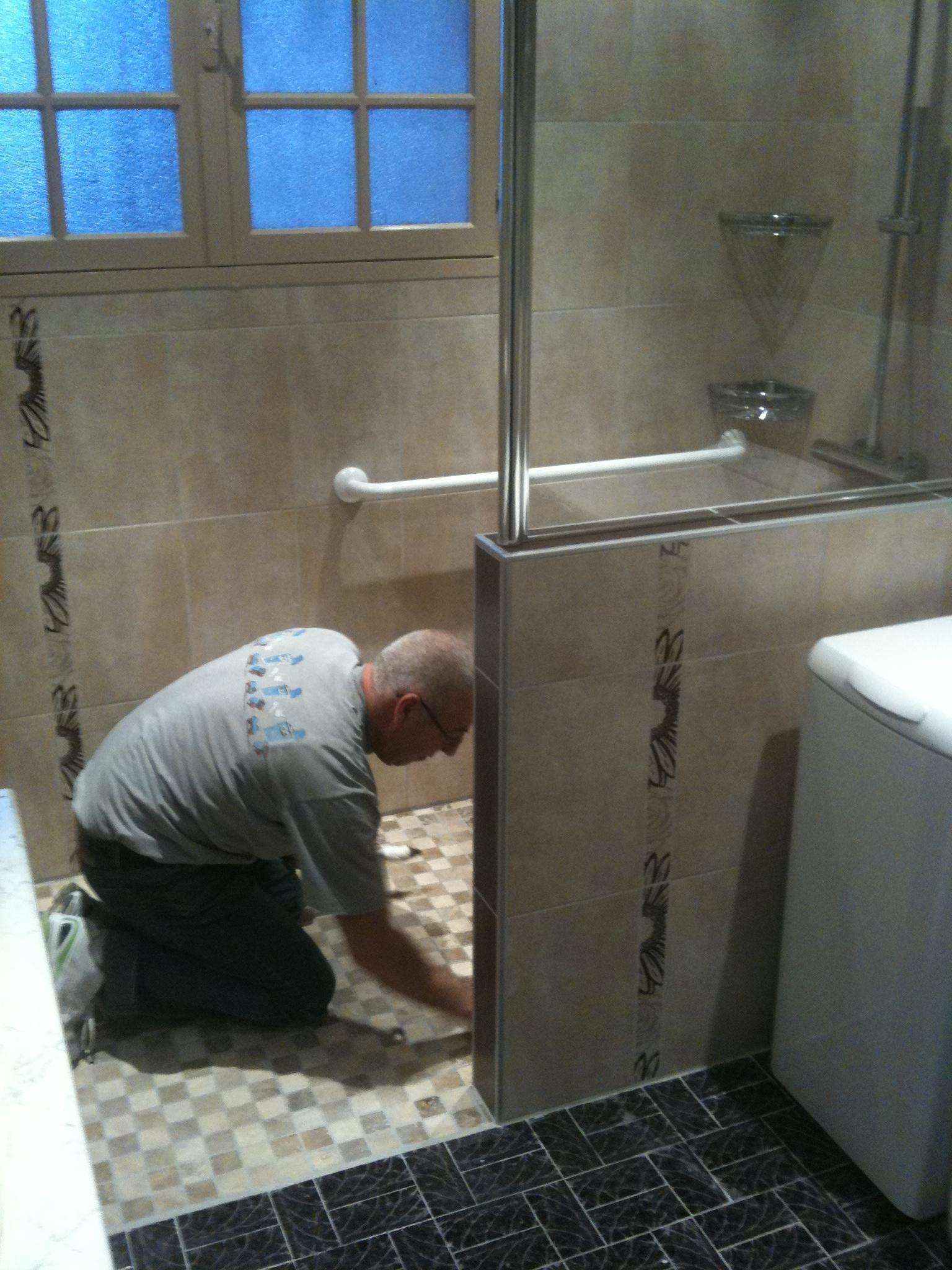 Douche italienne petit espace poser une paroi de douche - Poser une paroi de douche fixe ...