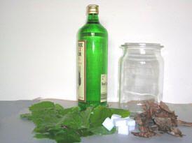 Bereiden van beukenbladbitter - likeur zelf maken op basis van beukenbladeren
