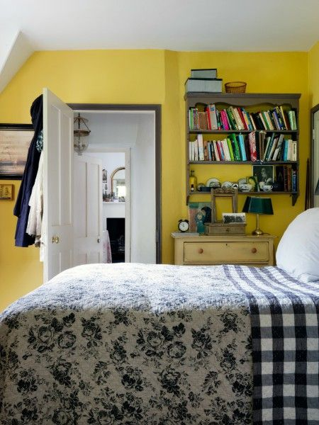 There S Nothing I Like Better Than The Smell Of Paint Decorating Tips From The Queen Of Vintage Chic The Chromolo Bedroom Inspirations Decor Vintage Chic
