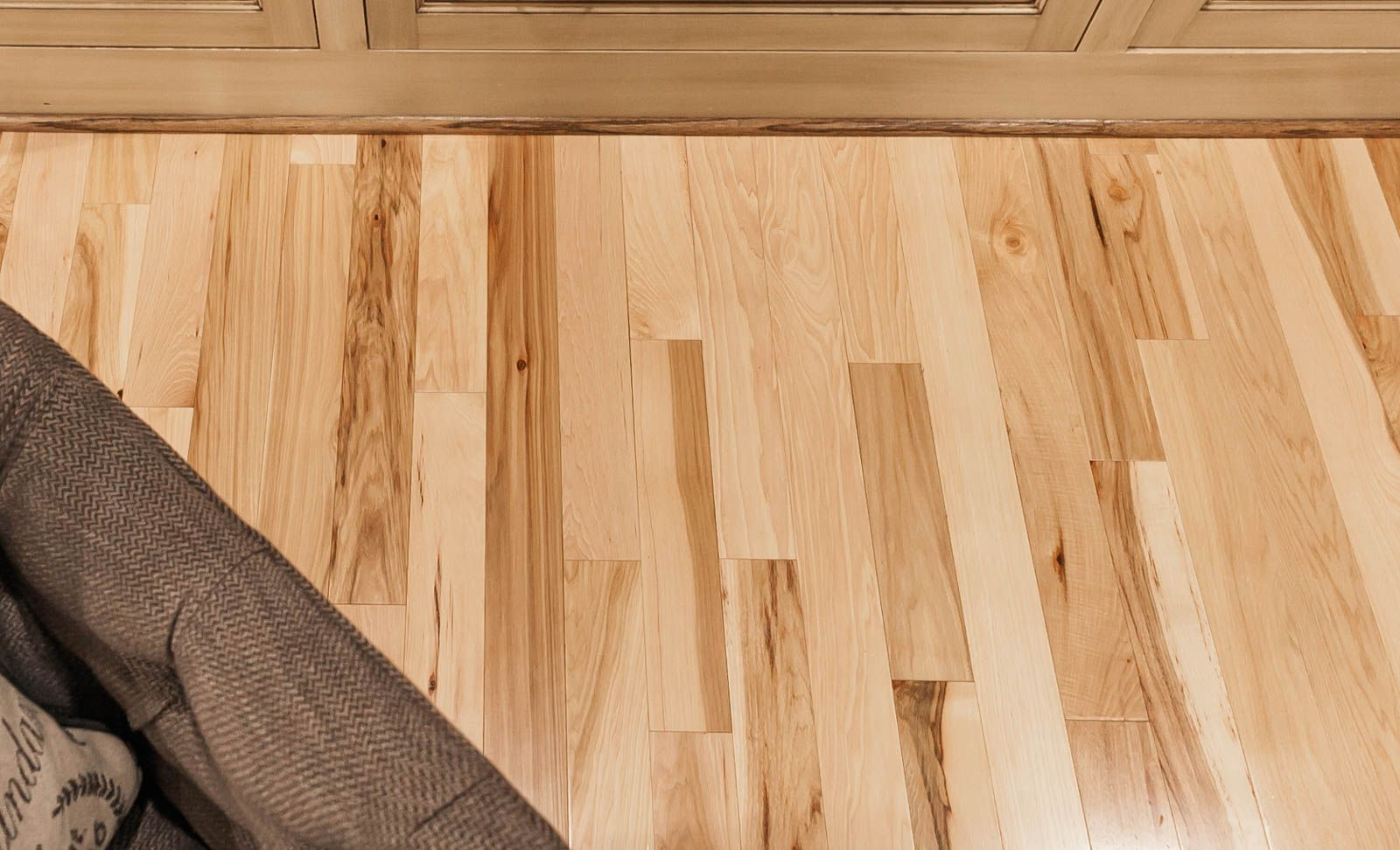 Calico Hickory Flooring In A Natural Finish Is Durable Resisting Wear And Character Single Pieces Of Range Light Dark