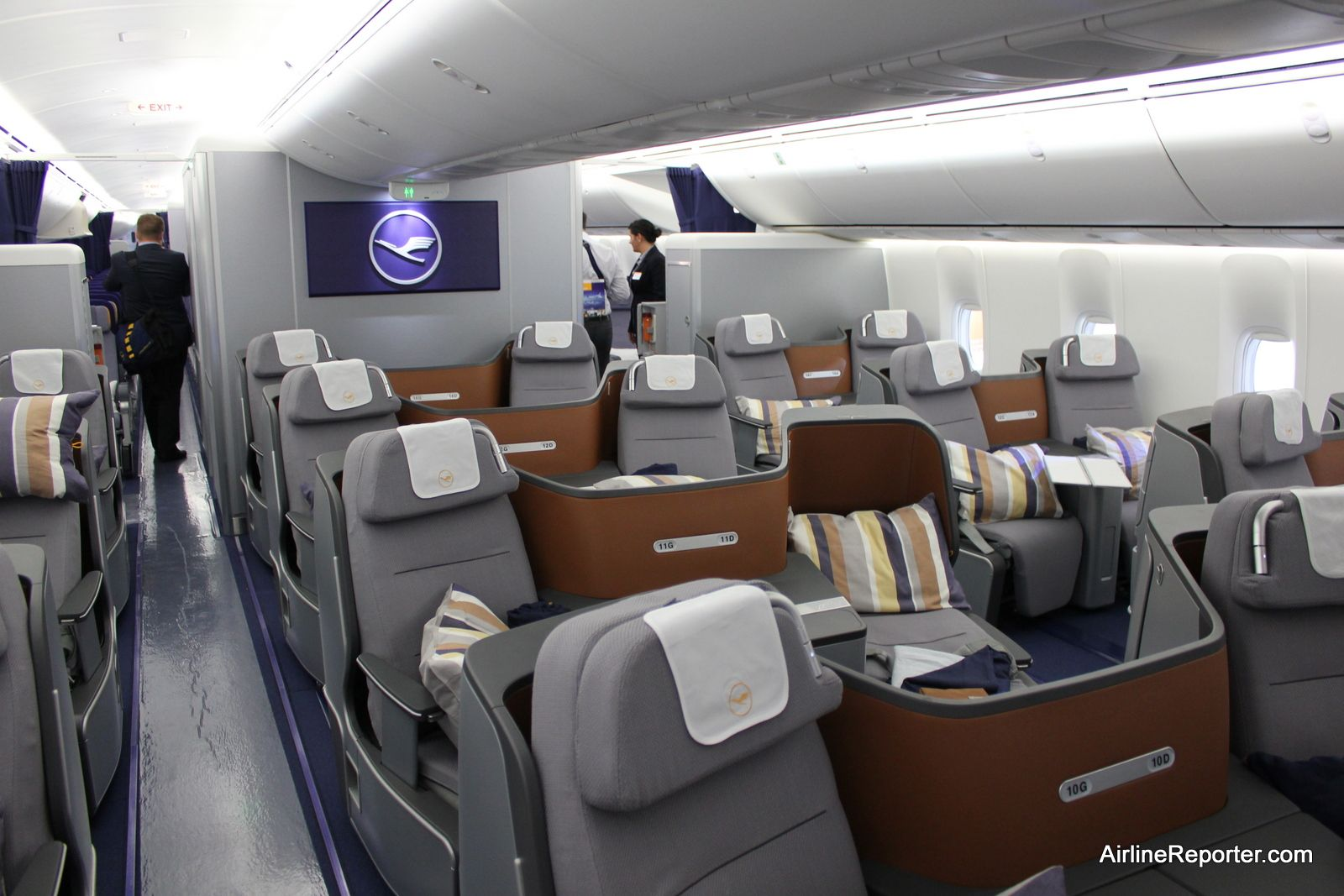 Flying on the Inaugural Boeing 747-8 Intercontinental Flight With ...