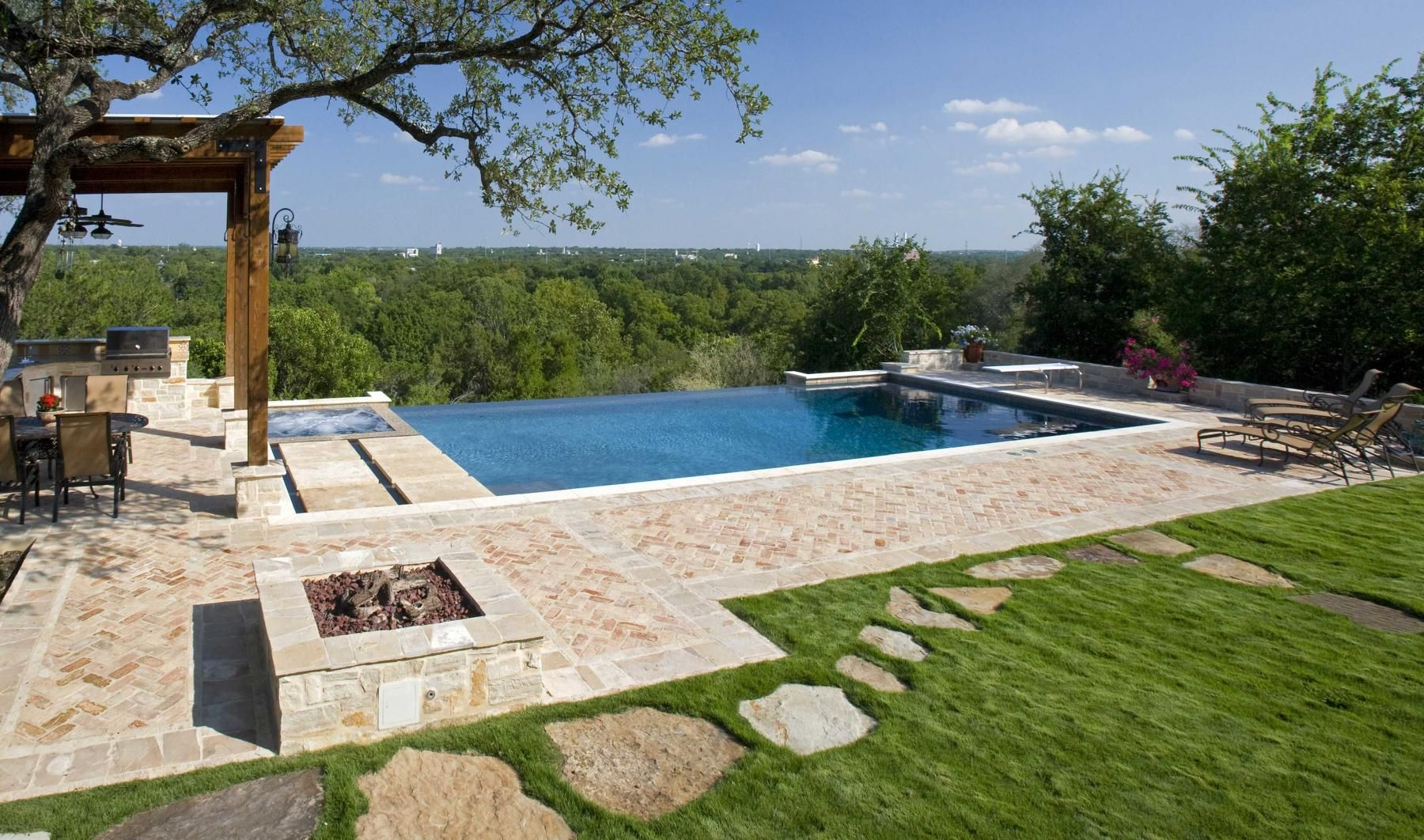 infinity pool in new braunfels texas patio pool pinterest