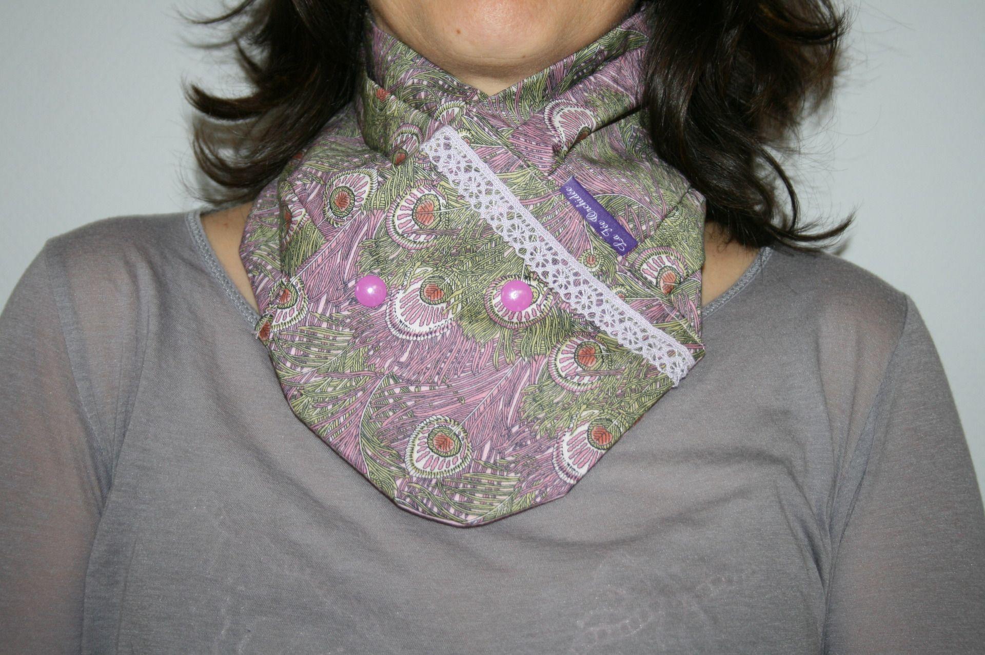 Foulard   cache col   tour de cou   snood adulte en tissu Liberty of London  motif plumes violettes   Echarpe, foulard, cravate par la-fee-orchidee 1fca6bacece