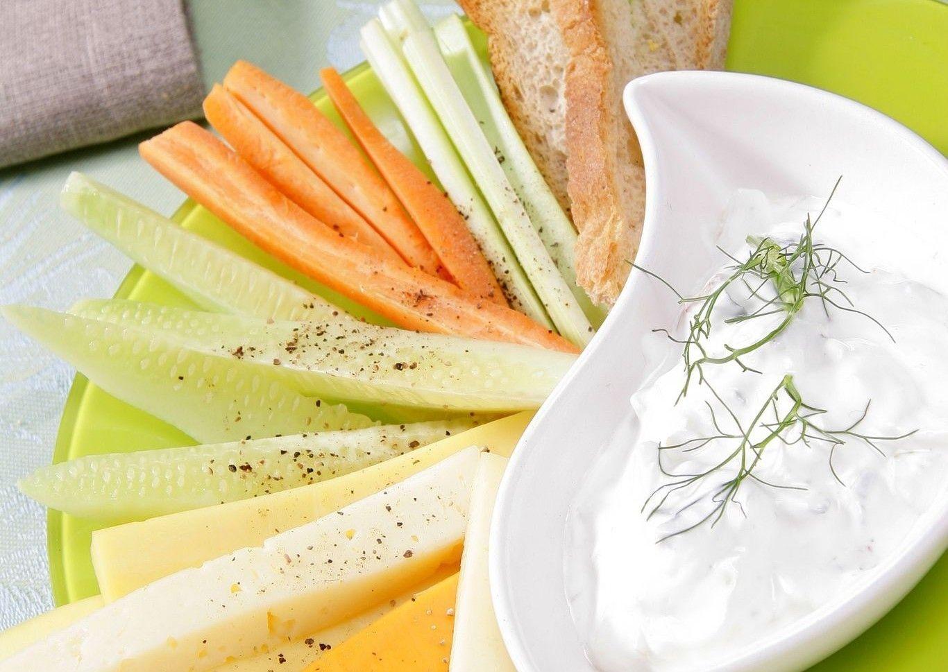 Dips De Verduras Con Salsa De Yogur Receta Salsa De Yogur Comida Saludable Ensaladas Verduras