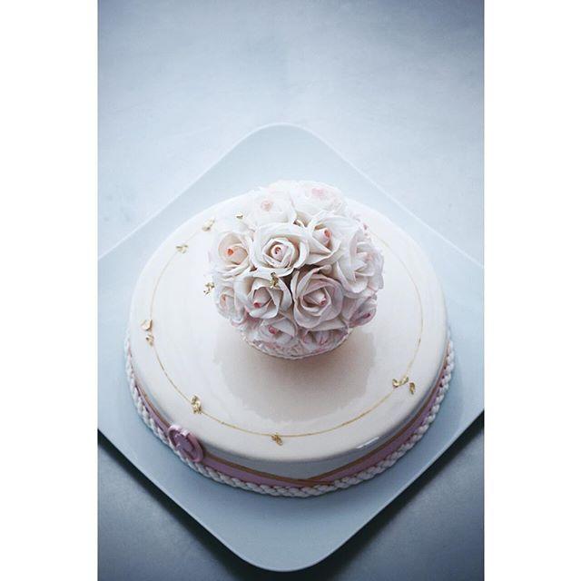 ⠀⠀⠀⠀⠀⠀⠀⠀⠀⠀⠀⠀Elena Goncharova @sofalisa_cakes #сахарныецветы #муссовыйторт #sugarflowers Инстаграм фото | Stapico (Webstagram)