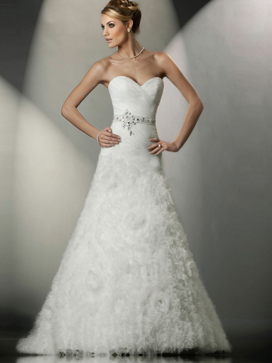 stunning wedding dresses strapless sweetheart