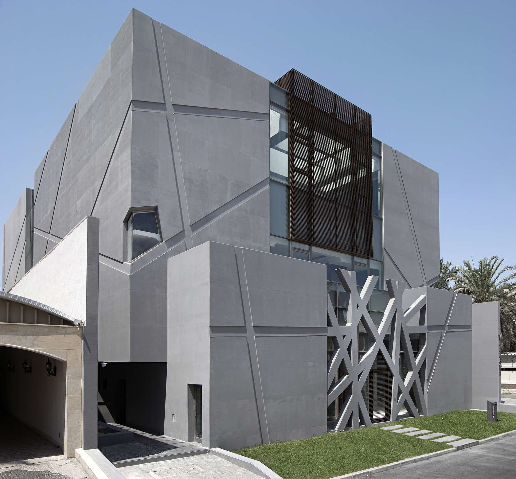 Ultramodern grey tone al saif residence in kuwait city by for Home design roma