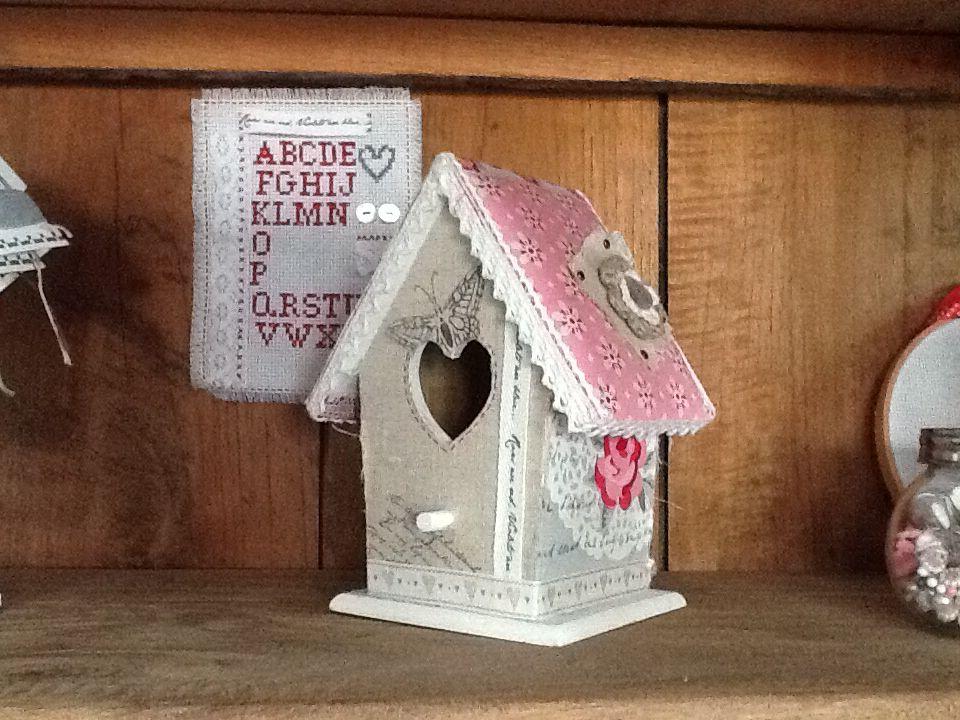 Vogelhuisje bekleed met stof van Eline's Huis