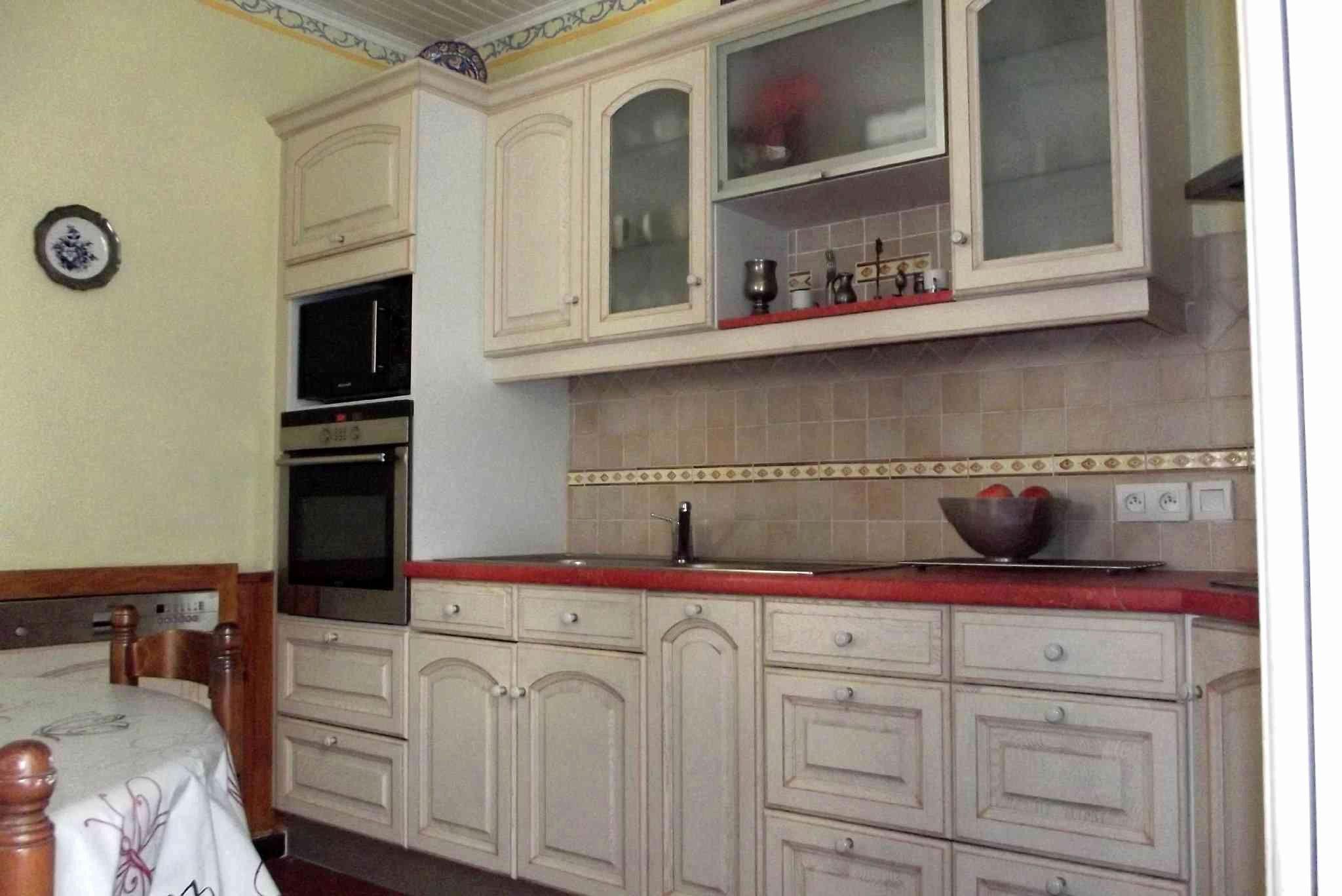 cuisine grise plan de travail bois , cuisine bois rouge beau 38