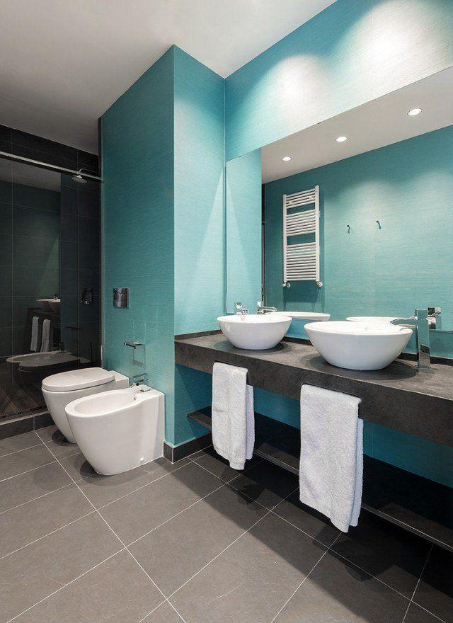 salle bains moderne carrelage mural bleu clair comptroir gris fonce vasques blancs forme ovale