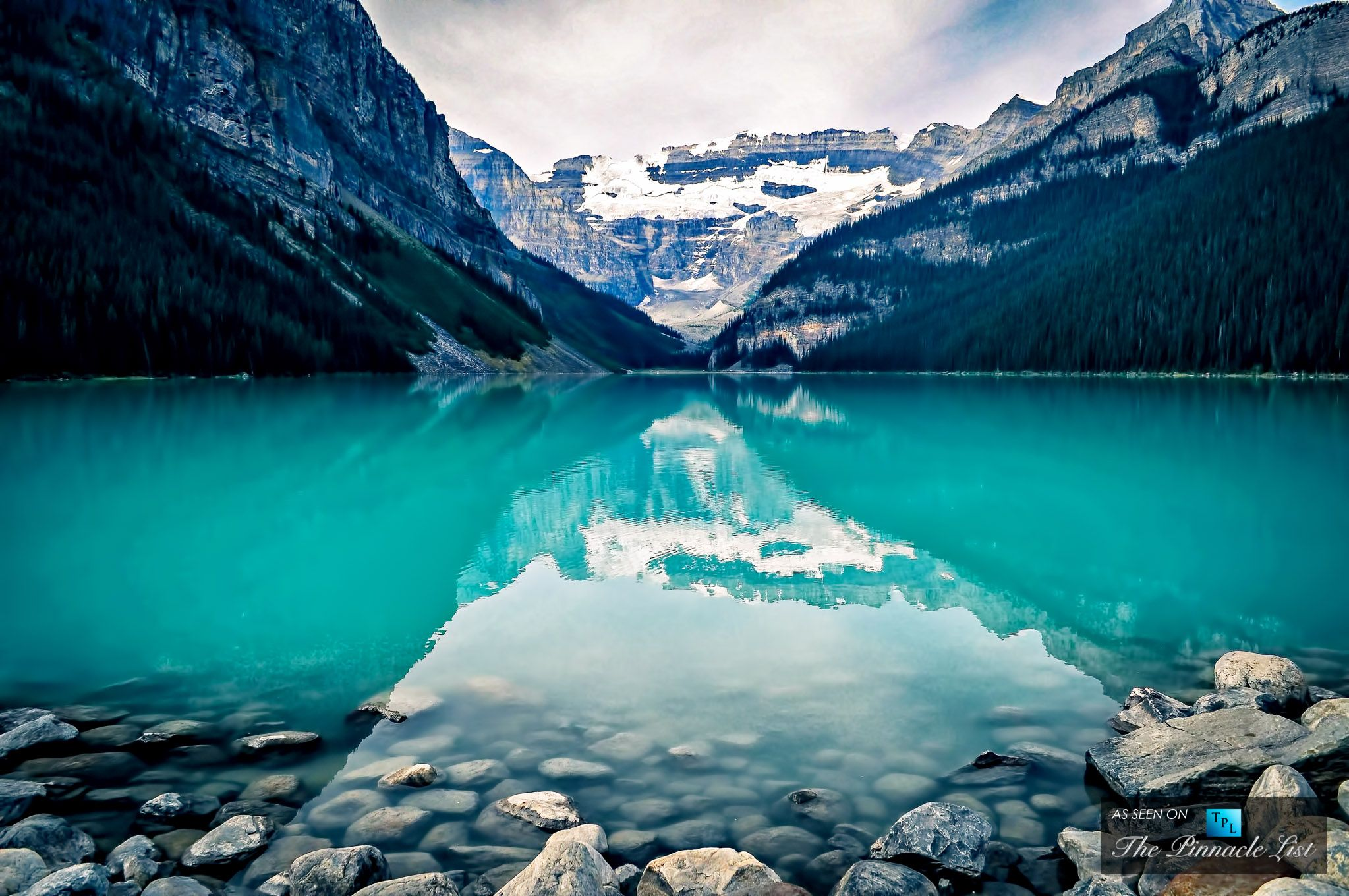 The Marvelous Crystal Blue Lake Louise At Banff National Park In Alberta Canada The Pinnacle List Ipad Air Wallpaper Landscape Wallpaper Nature Backgrounds