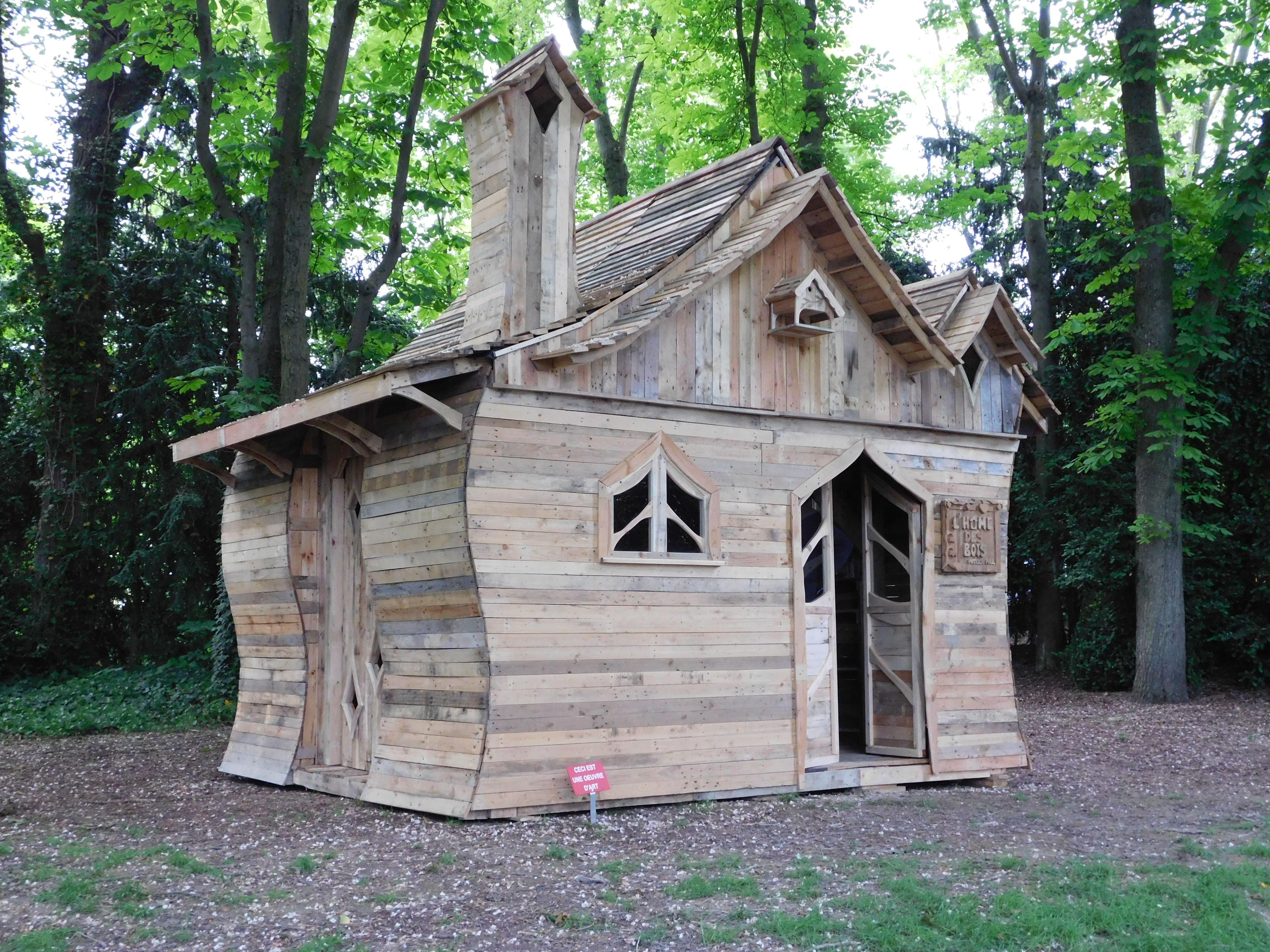 Cabane Feerique En Bois De Palette Https Www Facebook Com Lhome Des Bois 130904900443708 Pallet Shed Pallet House Wood Pallets