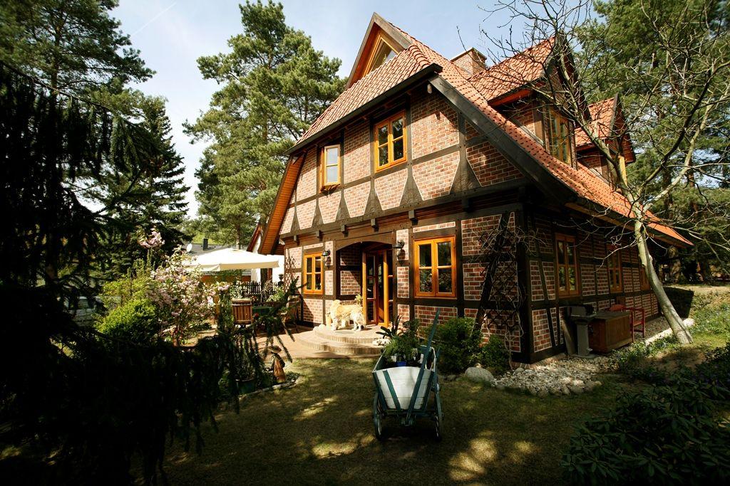 Fachwerkhäuser und Landhäuser neu bauen + Tradition