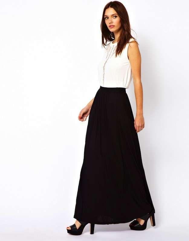 1172ede22 Cómo combinar las faldas largas en primavera  Fotos de los modelos - Falda  larga negra vestir