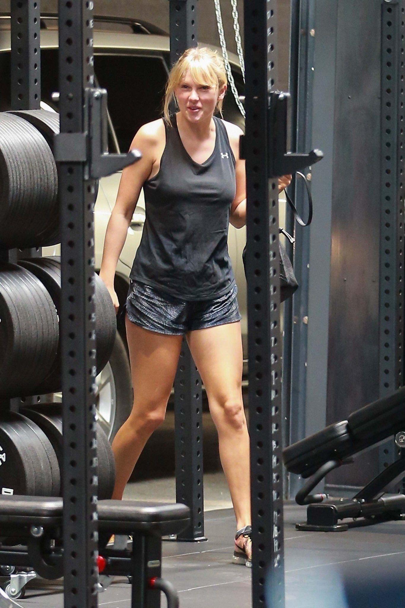 Taylor Swift Updates On Twitter Taylor Swift Street Style Taylor Swift Style Taylor Swift Hot