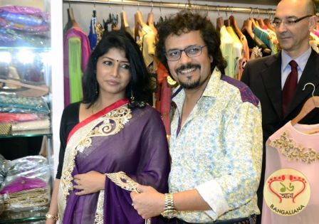 Kolkata Designer Boutique Awa Fashion Launched A House Of Contemporary Hand Woven Garments Http Fashion Sholoanabangaliana In K Fashion Hand Weaving Garment