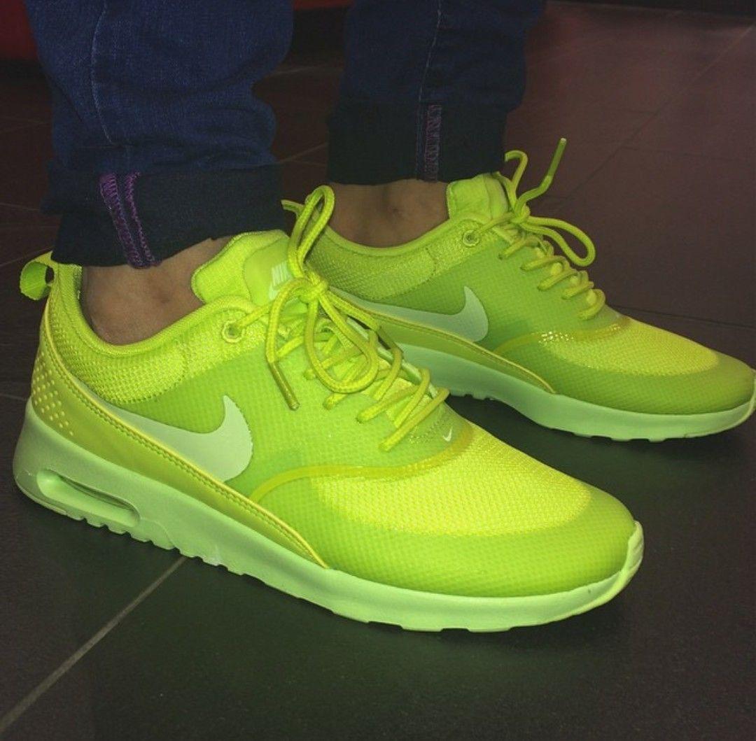 Neonfarbene Nike Schuhe günstig online kaufen | LadenZeile
