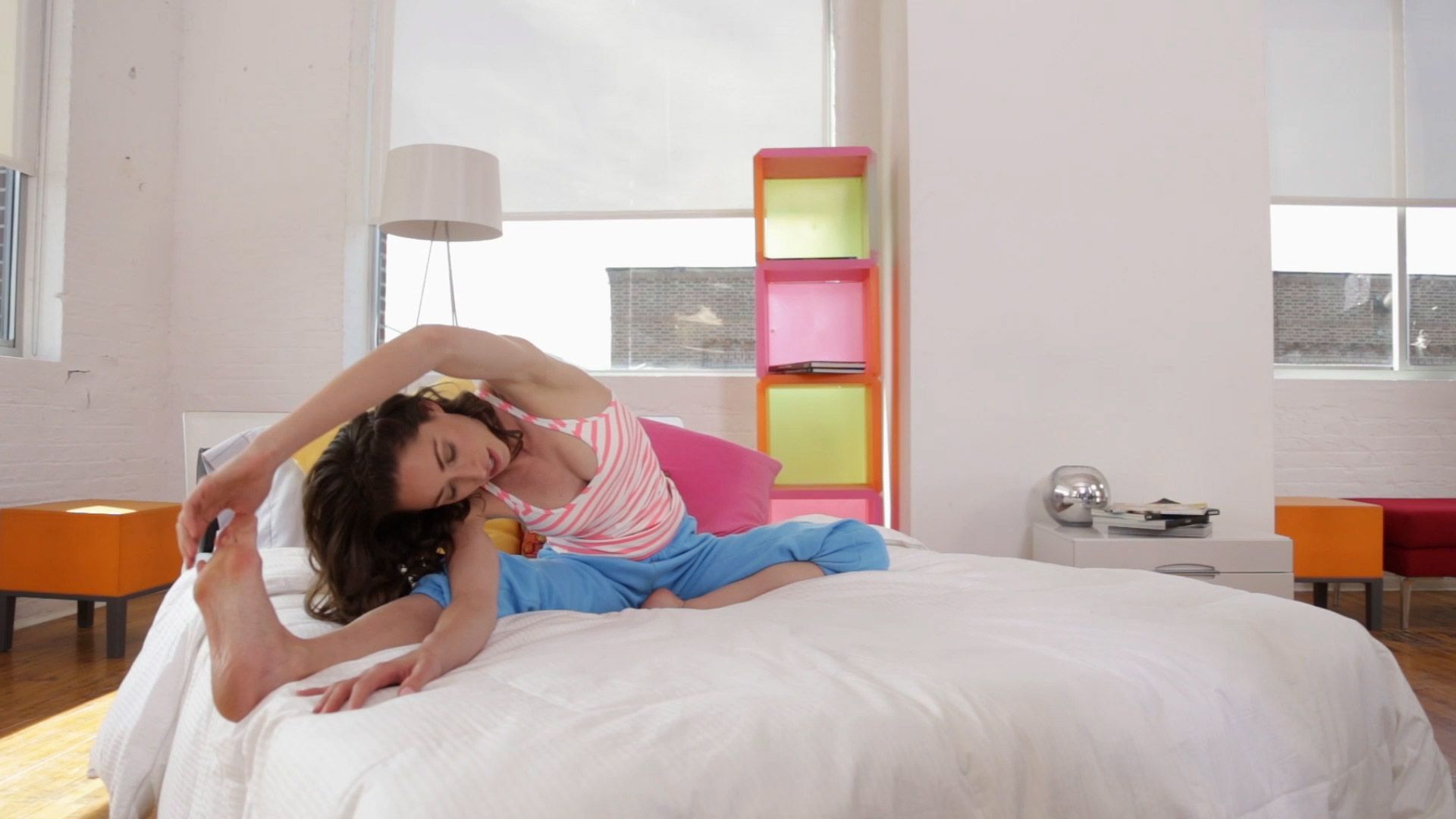 6 Stretches Everyone Should Do In Bed Bed stretches
