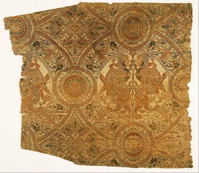 Fragmento con leones lucha libre y arpías    Conocer siglo 12    Lampas Medio seda con tramas suplementarias discontinuas de patrones envueltos en metal
