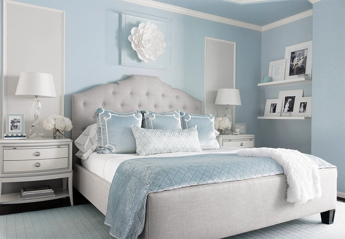 Beautiful Traditional Style Light Blue And Grey Luxury Bedroom Decor With Grey Curved Headboard Bed In 2020 Blue Bedroom Decor Girls Blue Bedroom Blue Bedroom Walls