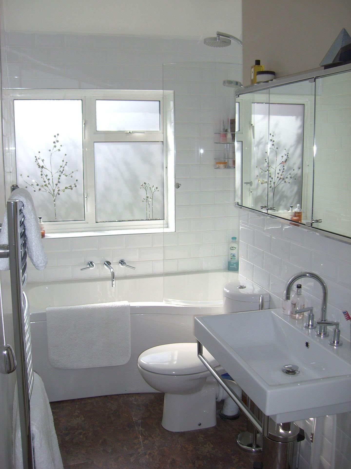 30 Attractive Small Bathtub Design For Cozy Bathroom Ideas Freshouz Com In 2020 Narrow Bathroom Designs Small Bathtub Bathroom Design